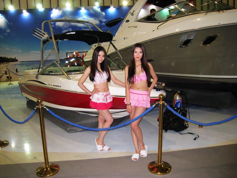 游艇美女2