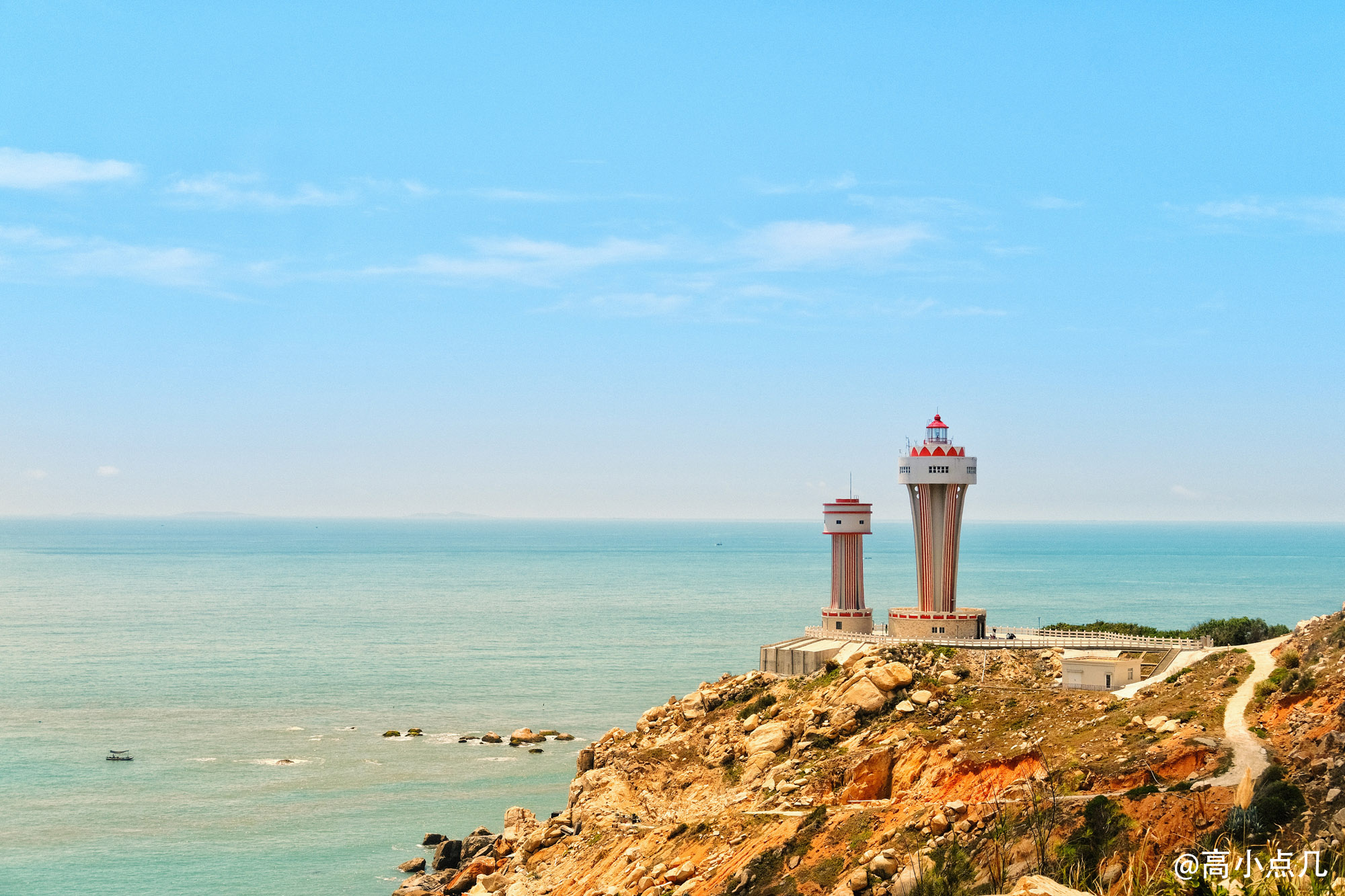 岛上有好几个网红灯塔 这便是其中一个小可爱
