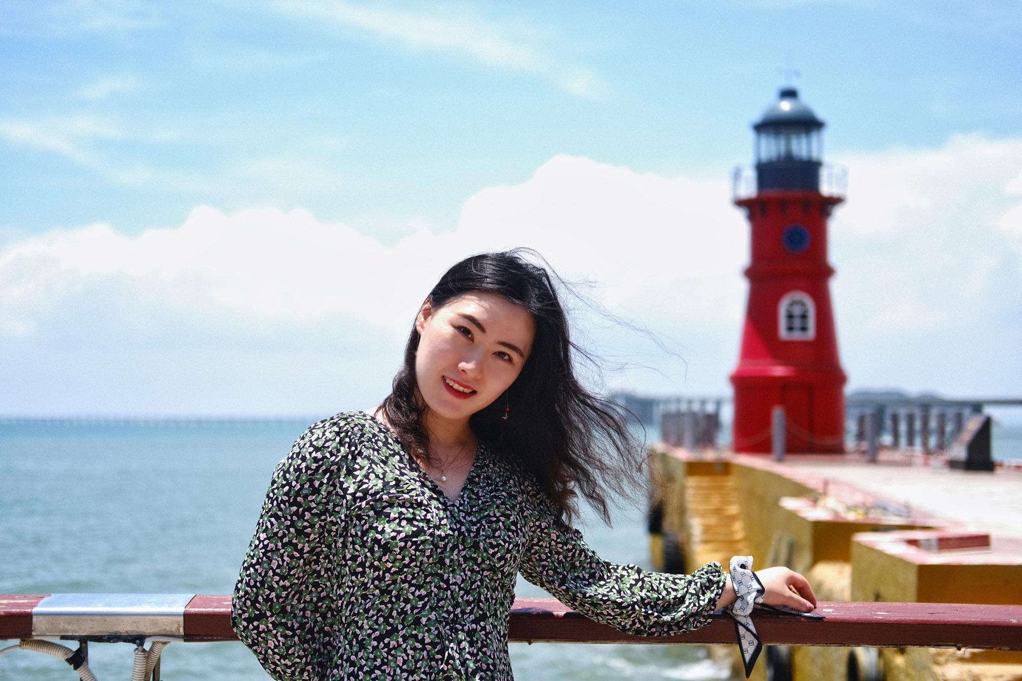 离岛前再和网红小灯塔合个影,马上就要踏上身后的跨海大桥回去了